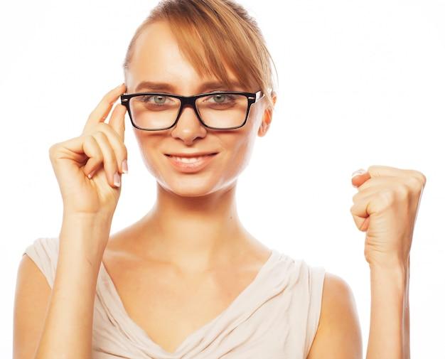 Giovane donna d'affari con gli occhiali