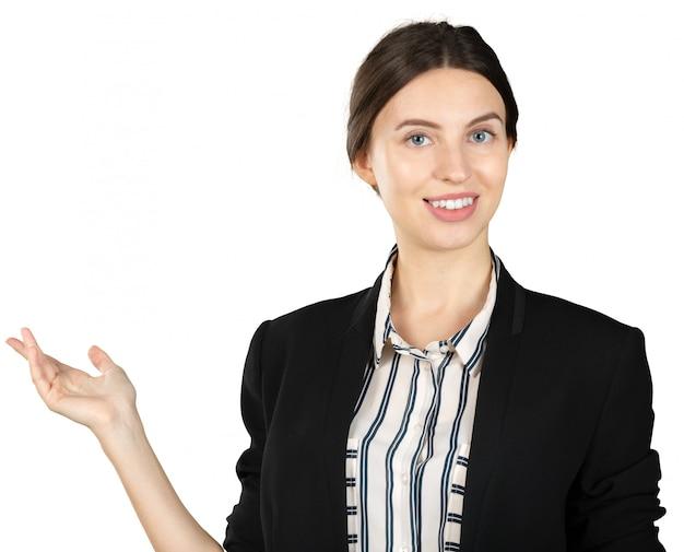 Giovane donna di affari che fa una presentazione isolata su bianco