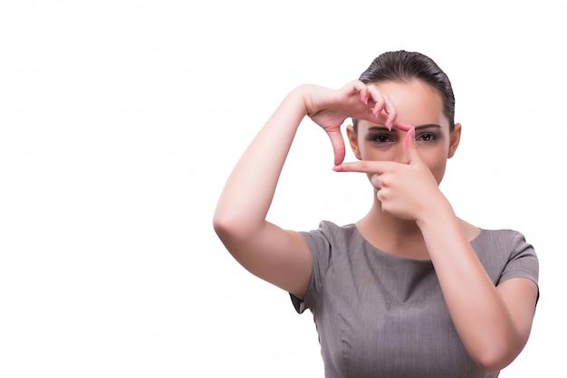 Giovane donna di affari che si tiene per mano nella forma del blocco per grafici