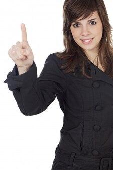 Giovane donna graziosa che indica sopra la priorità bassa bianca
