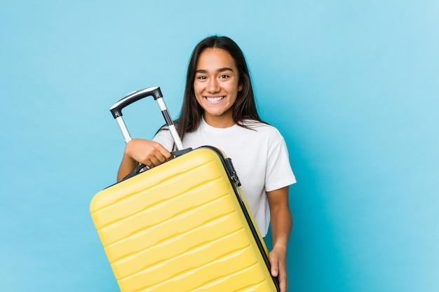 Giovane donna indiana nervosa per fare un nuovo viaggio isolato