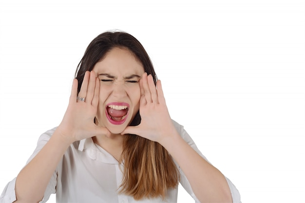 Giovane donna latina urlando