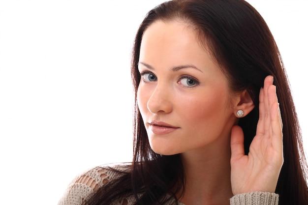 Giovane donna sorda