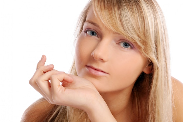 Giovane e bella donna su bianco