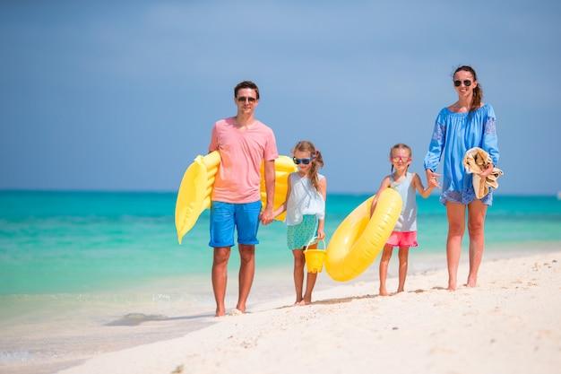 Giovane famiglia in vacanza