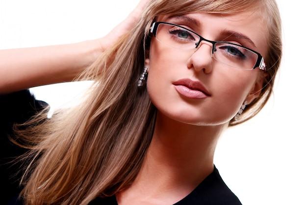 Giovane imprenditrice con gli occhiali