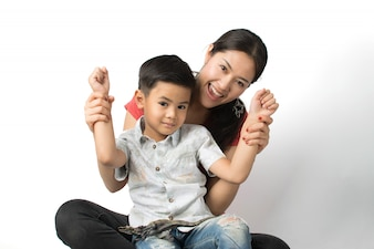 Giovane madre e un giovane ragazzo