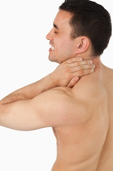 Giovane maschio soffre di dolore al collo