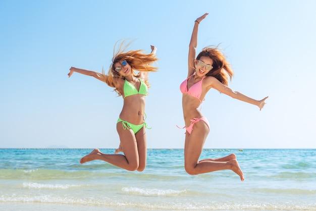 Giovane oceano di successo della pelle di vacanza