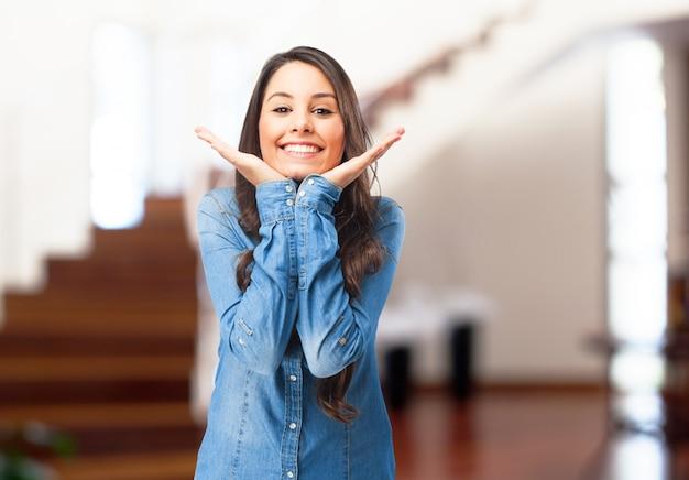 Giovane ragazza sorridente