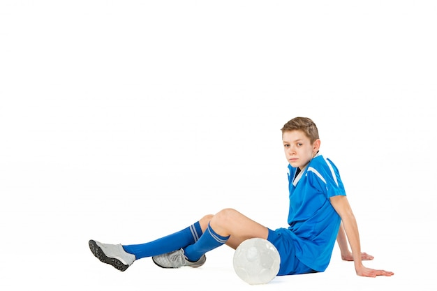 Giovane ragazzo con pallone da calcio