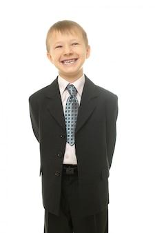 Giovane ragazzo sorridente in costume isolato sul ragazzo uomo d'affari whiteyoung
