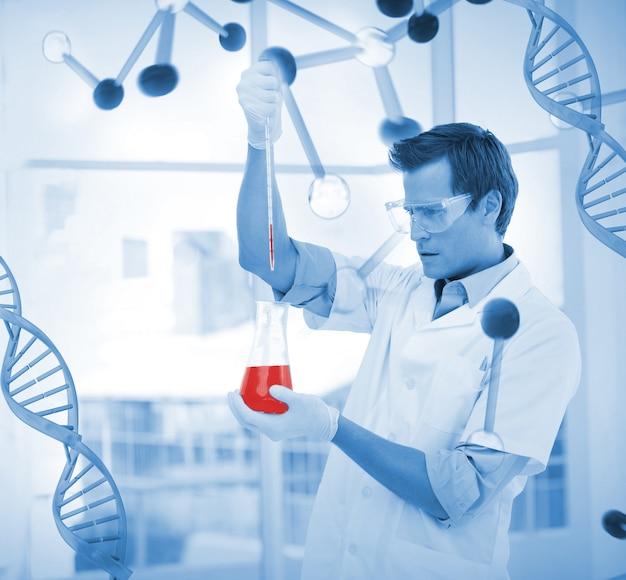 Giovane scienziato che mette i prodotti chimici in un testtube
