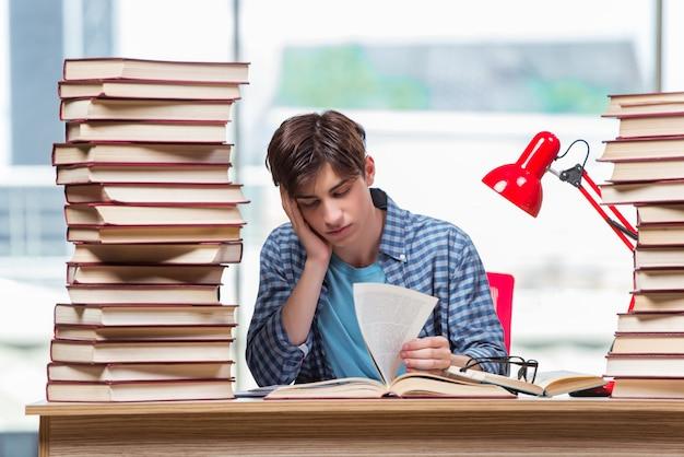 Giovane studente sotto stress prima degli esami