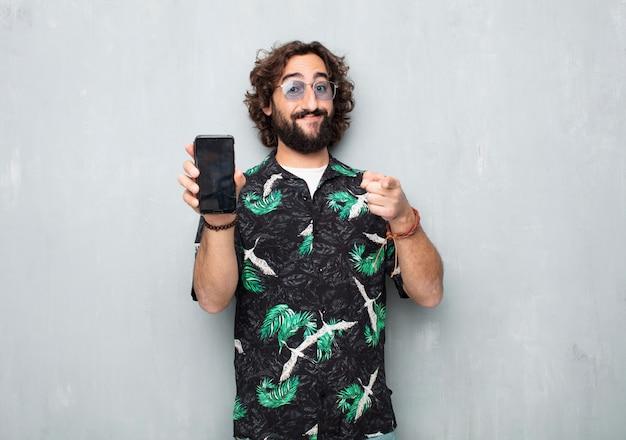 Giovane turista con un telefono cellulare