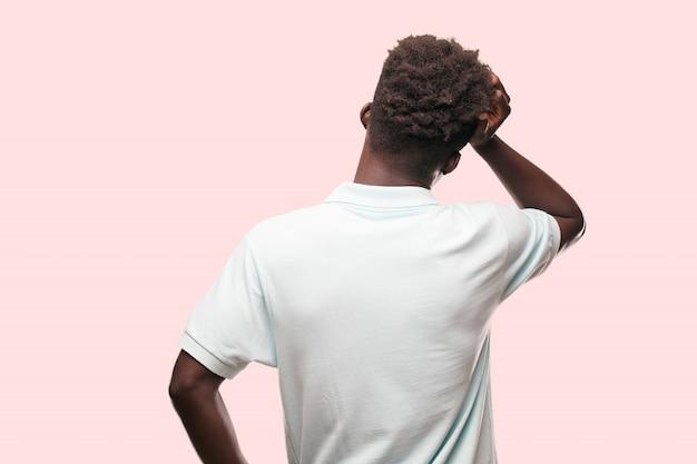 Giovane uomo afroamericano che esprime un concep