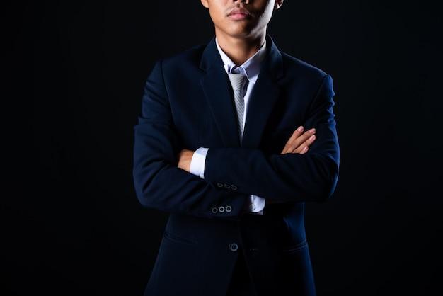 Giovane uomo d'affari bello grigio