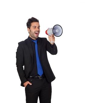 Giovane uomo d'affari con un megafono che proclama qualcosa isolato su fondo bianco