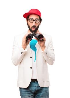 Giovane uomo d'affari pazzo con il binocolo
