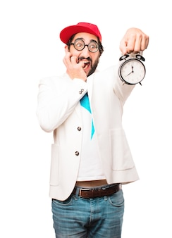 Giovane uomo d'affari pazzo con un orologio