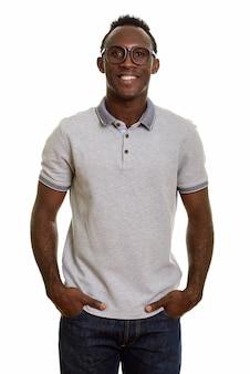 Giovane uomo felice africano nero sorridente