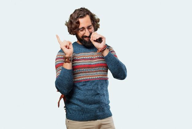 Giovane uomo hippie con una sigaretta elettronica