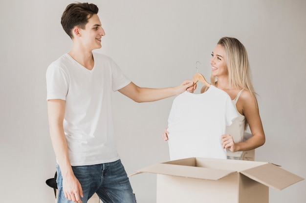 Giovani coppie pronte a muoversi insieme