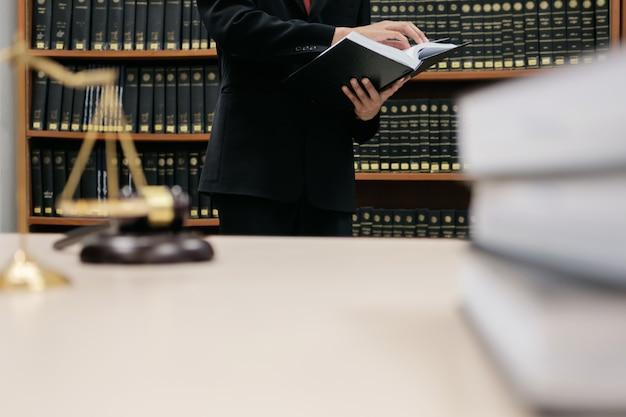 Giustizia avvocato e concetto di legge.