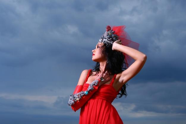 Glamour donna con abito rosso