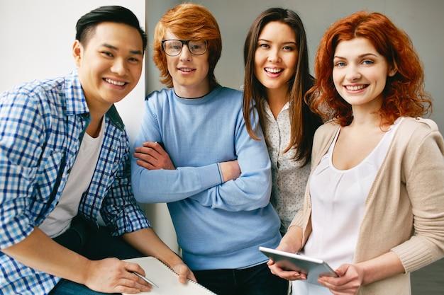 Gli adolescenti di successo pronti a lavorare