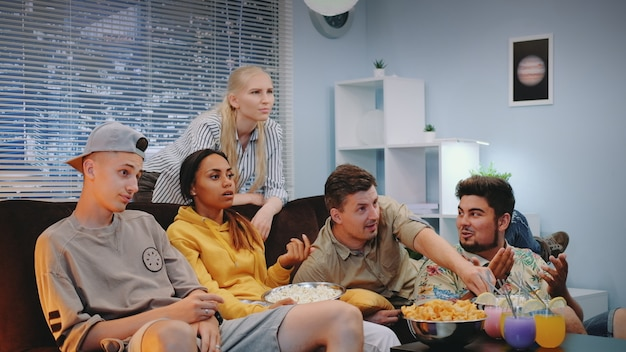 Gli appassionati di calcio sono delusi dal gioco delle loro squadre sportive visto in tv