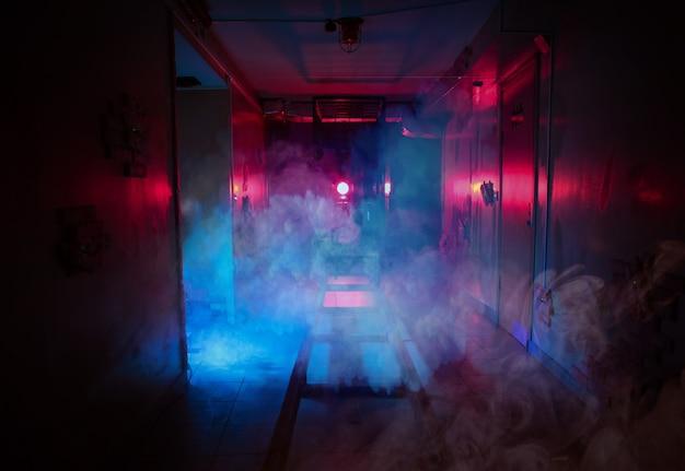 Gli effetti di luce di ricerca di stanza oscura di timore fumano