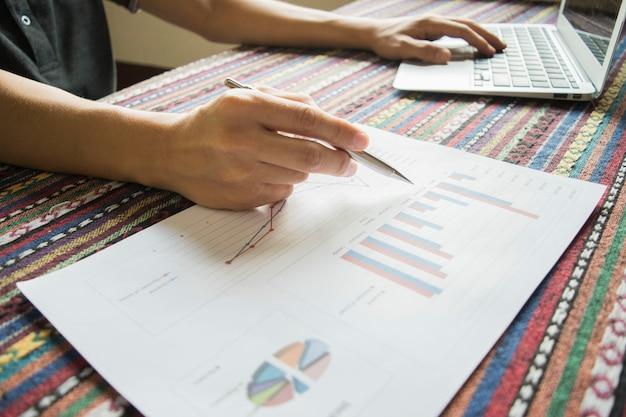 Gli investitori stanno controllando le finanze della società per apportare miglioramenti.