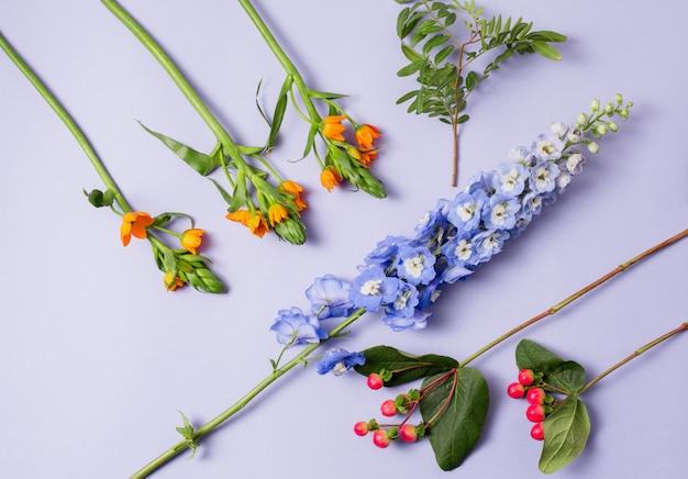 Gli strumenti e gli accessori necessari ai fioristi per creare un bouquet