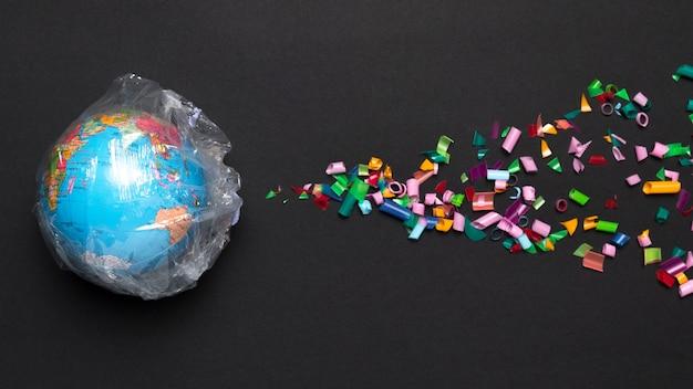 Globo coperto di plastica