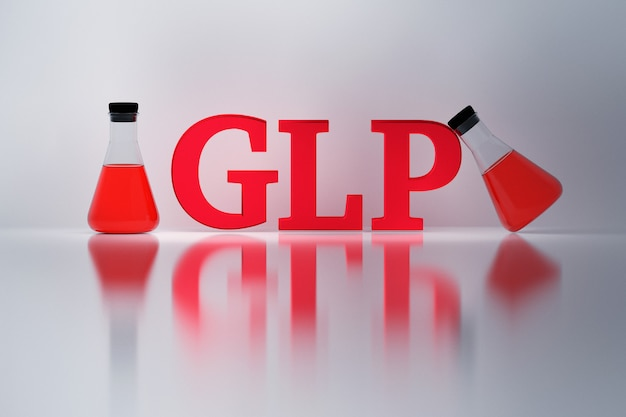 Glp, buona pratica di laboratorio, lettere rosse lucide e palloni di erlenmeyer di laboratorio riflessi sulla superficie bianca.