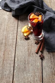 Glühwein tedesco, noto anche come vin brulè o vino speziato