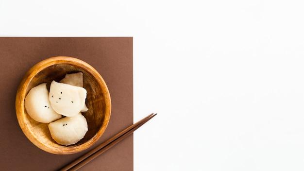 Gnocchi deliziosi in ciotola di legno