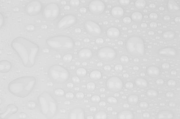 Gocce d'acqua astratte su uno sfondo bianco
