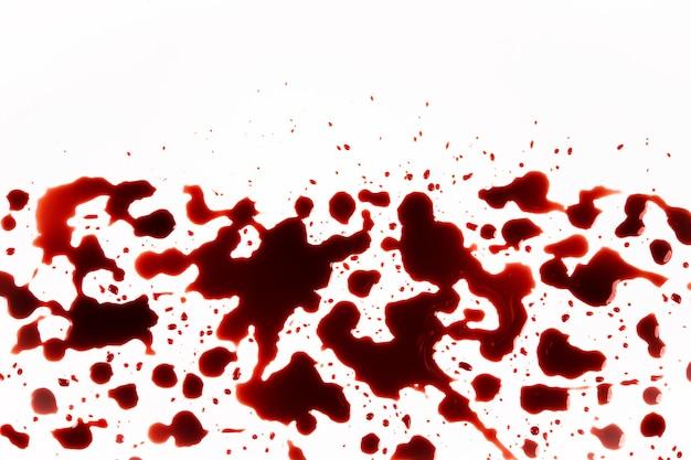 Gocce di sangue, splash, isolati su sfondo bianco