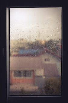 Goccia d'acqua sulla finestra