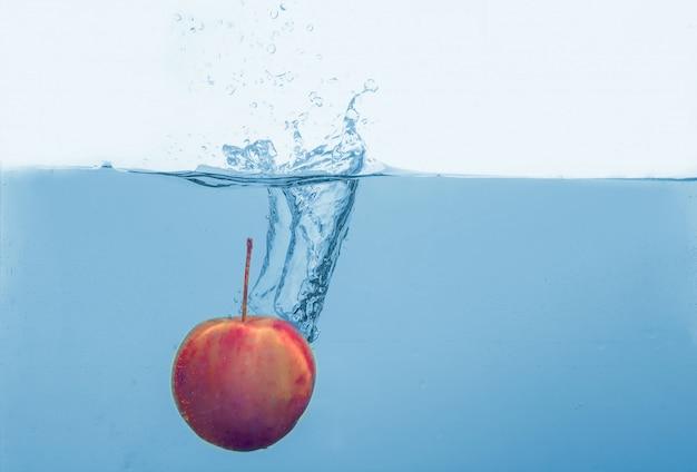 Goccia di frutta mela rossa