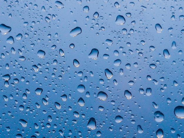 Goccia di pioggia sullo sfondo