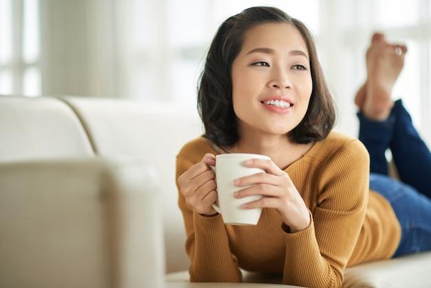 Godendo il caffè fresco