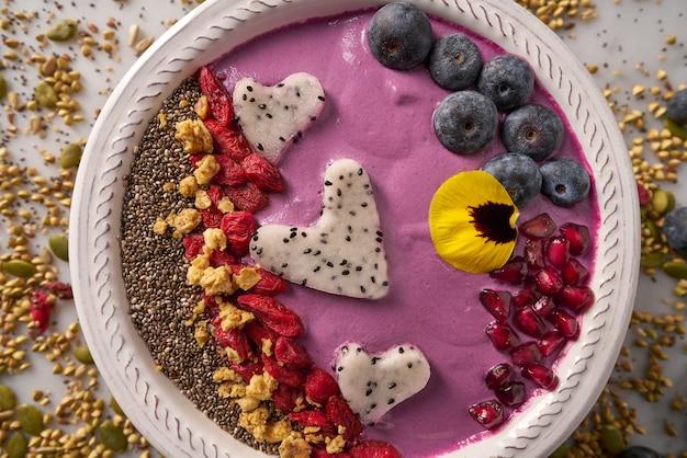 Goji del frullato dei cuori di pitaya del frullato della ciotola di acai