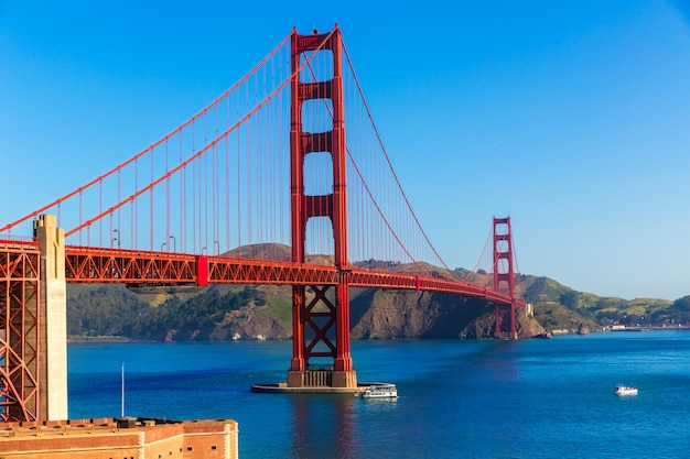 Golden gate bridge san francisco da presidio california