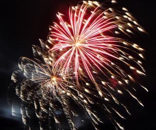 Grande coloratissimi fuochi d'artificio