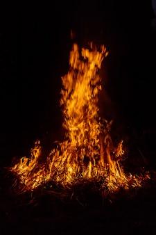 Grande falò, bruciatura del fuoco dell'erba