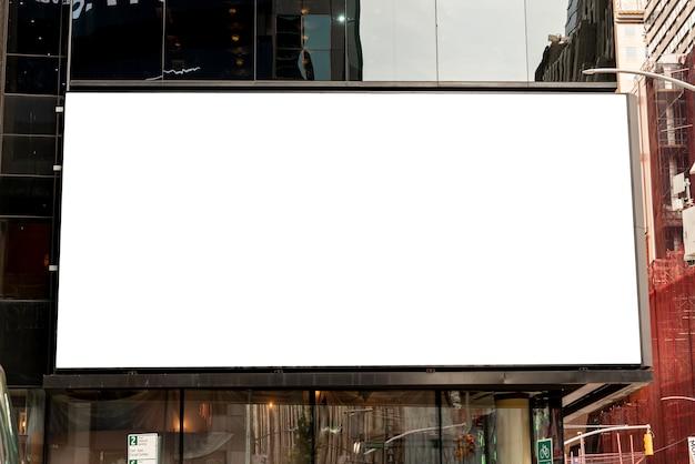 Grande mock-up su un edificio della città