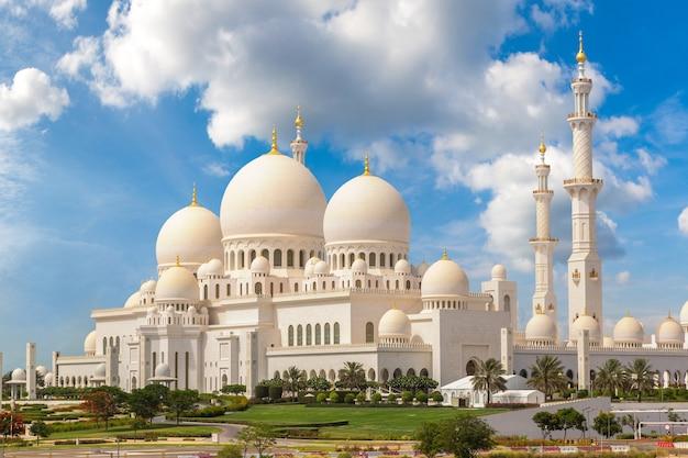 Grande moschea dello sceicco zayed ad abu dhabi, negli emirati arabi uniti